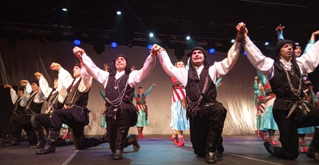 Devlet Halk Dansları Topluluğunun Gösterisine Katıldık